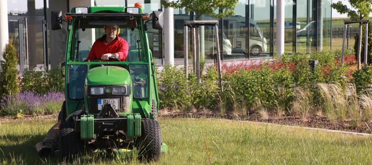 Garten und landschaftspflege iwo for Garten und landschaftspflege